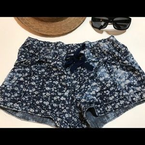 Mossimo  Shorts Women /Junior  Size M Blue Flowers
